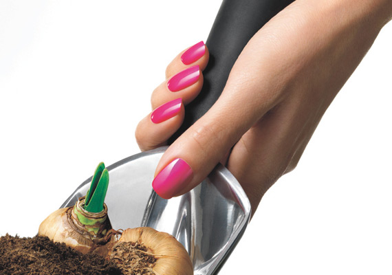 CND Shellac™ cures within minutes and resists damage for 14+ days of superior colour.